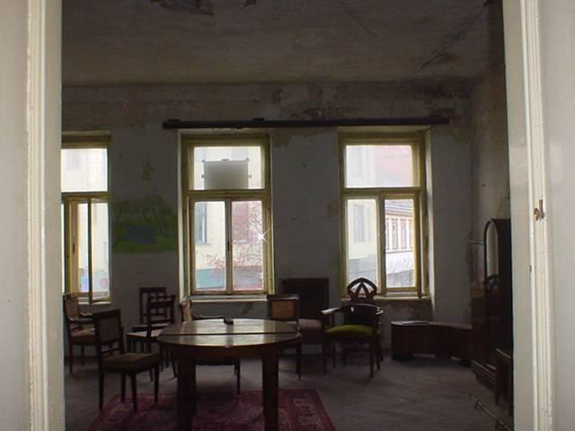 Veszprém abszolút belvárosában 308 m2-es telken, kétszintes, 440 m2-? 4