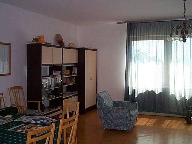 Balatonalmádiban, 700 m2-es telken, 150 m2-es, 6 szobás családi ház … 2