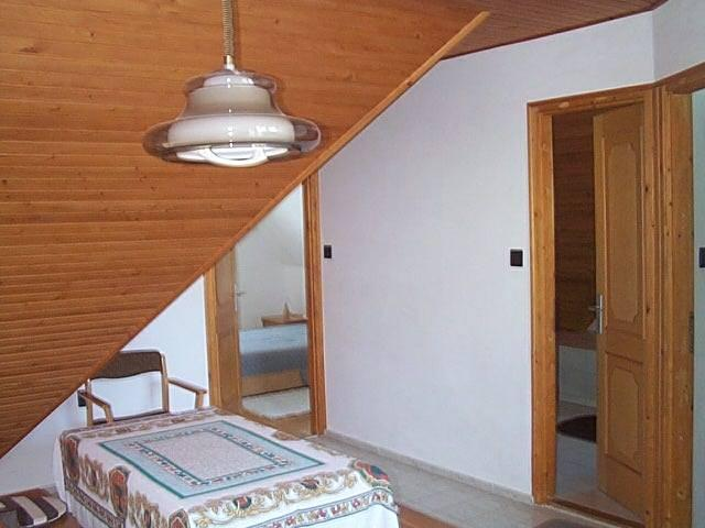 Balatonalmádiban, 700 m2-es telken, 150 m2-es, 6 szobás családi ház … 3