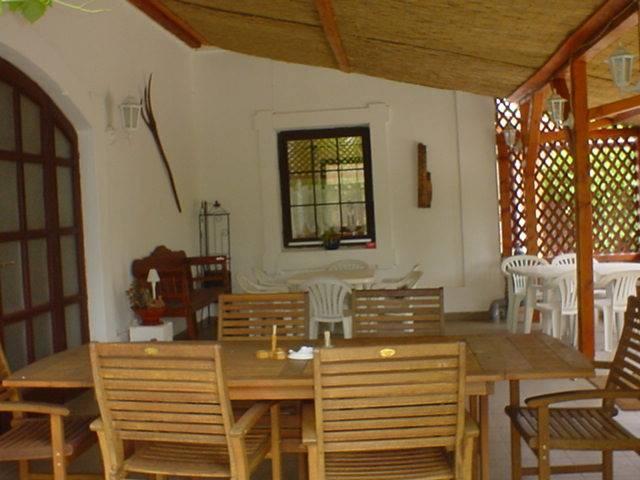Balatonkenese központi részén, családi ház besorolású, de panzióként… 4