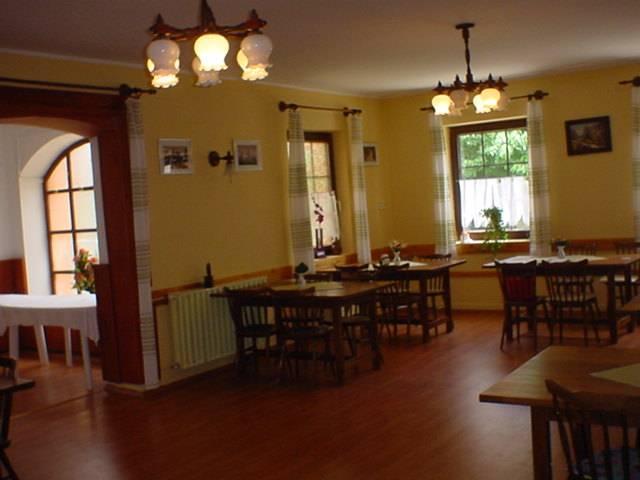 Balatonkenese központi részén, családi ház besorolású, de panzióként… 6
