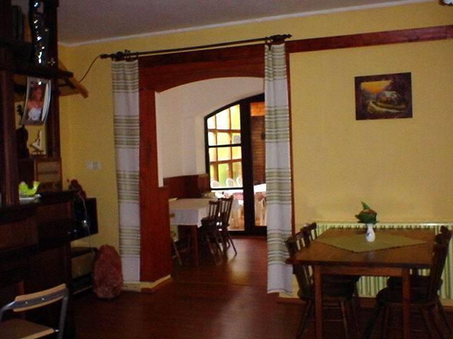 Balatonkenese központi részén, családi ház besorolású, de panzióként… 10
