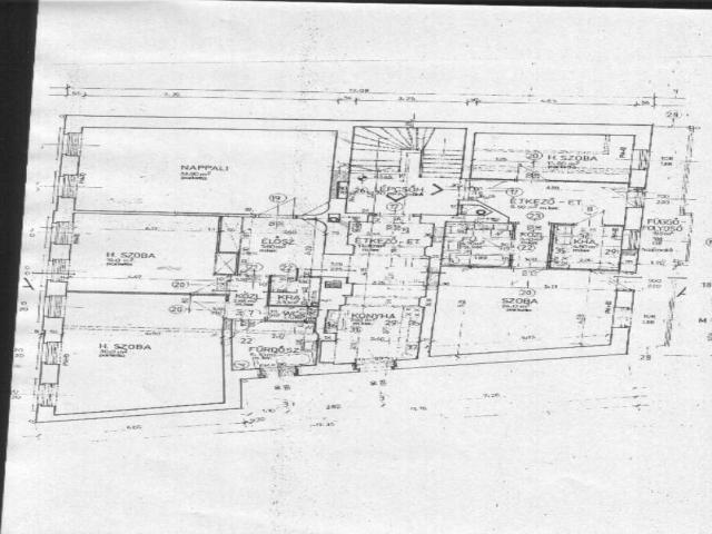 Veszprém abszolút belvárosában 308 m2-es telken, kétszintes, 440 m2-? 5