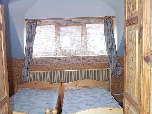 Tihany belső tónál 25 éve épült 2 szintes 8 szobás,7 fürdőszobás ven? 9