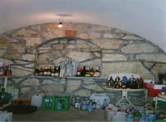 Pécselyen, domboldalban 3365 m2-es telek szőlővel eladó. A tulajdono… 2