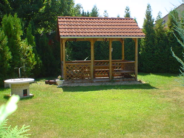 Veszprém belvároshoz közeli, kedvelt kertvárosi részén, csendes, nyu… 10