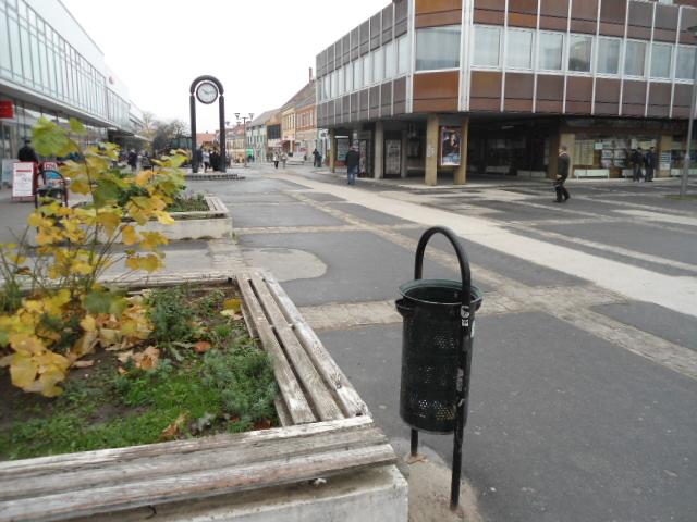 Veszprém abszolút belvárosában, a Kossuth utcán, a város sétáló utcá… 1
