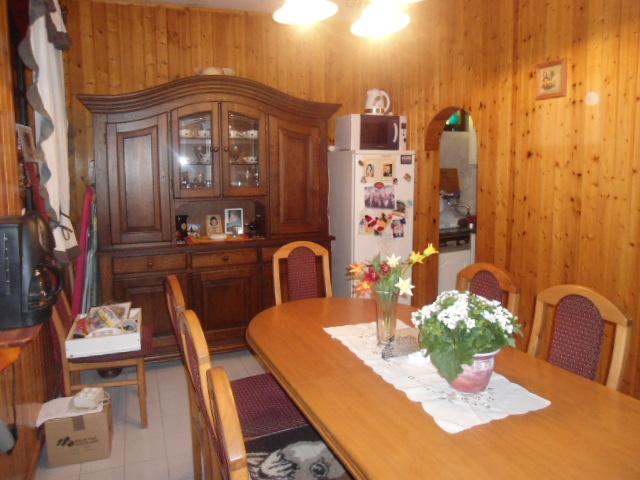 Veszprémtől 15, a Balatontól 10 km-re, Litéren 732 m2-es, összközműv? 2