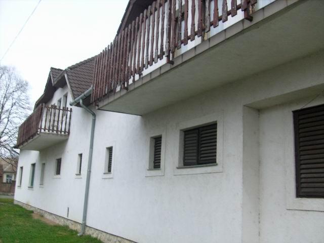 Harkányban, a Gyógyfürdő közelében, 1885 m2-es telken lévő ingatlan … 1