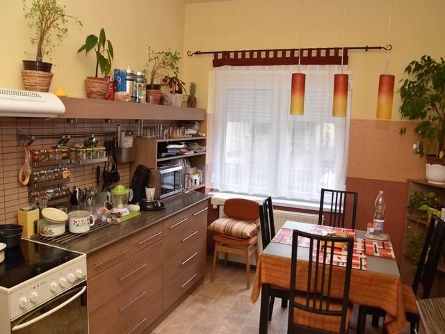 Veszprém Egyetemi-kertvárosi részén családi ház + üzlet besorolással? 1