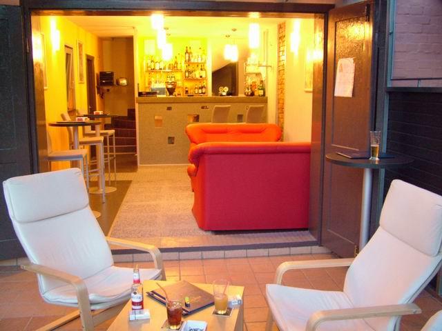 Balatonkenesén, a strandon 28 m2-es  összközműves vendéglátó üzlet,ú… 6