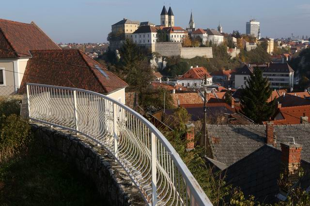 Veszprém történelmi belvárosában örök panorámával rendelkező családi… 1