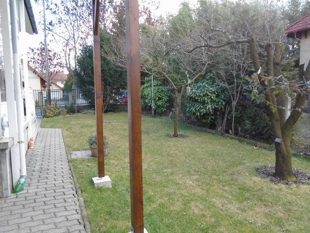 Veszprém Egyetemi-kertvárosi részén családi ház + üzlet besorolással? 10