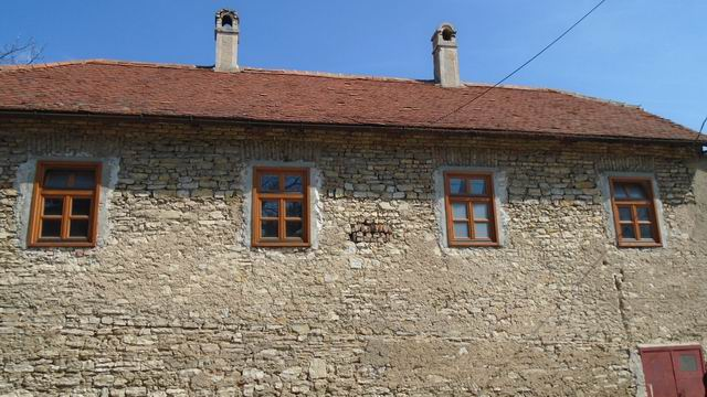 Veszprém történelmi belvárosában 150 m2 boltíves,földes pince utcafr… 1