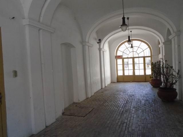 Veszprém abszolút belvárosában, banki és üzleti környezetben, felújí… 6