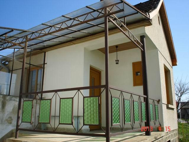 Somlóvásárhelyen, a Somló-hegyen, 1281 m2-en, pince+présház 2 szobáv… 4