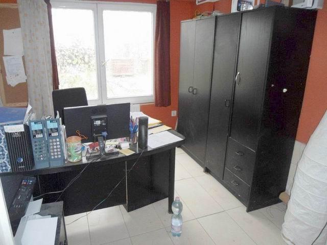 Tapolcán, iparterületen, a déli városrészben 280 m2-en elhelyezkedő … 1