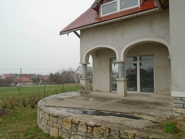 Balatonfüreden 1100 m2-es, összközműves telken, újszerű 160 m2-es cs… 3