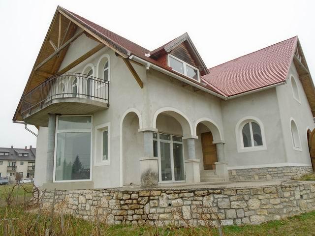 Balatonfüreden 1100 m2-es, összközműves telken, újszerű 160 m2-es cs… 1