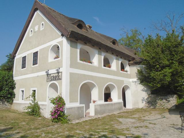 Nemesvámoson, Veszprémtől 8 km-re, a főút mellett, az 1800-as évekbe… 1