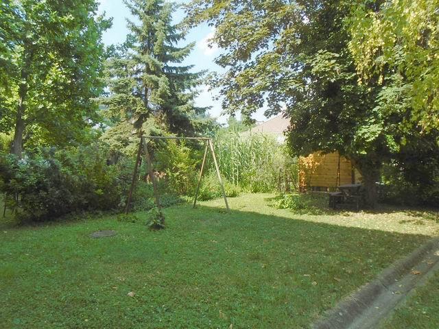 Balatonfüreden, kertvárosi környezetben, a parthoz és a központhoz k… 10