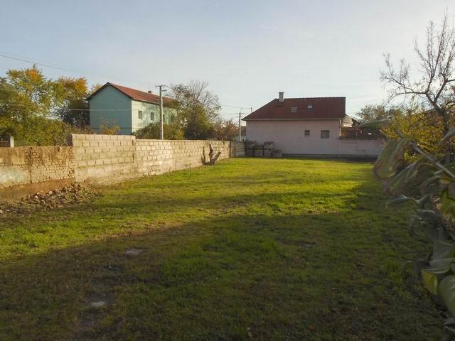 Veszprémben, a Dózsavárosban, kertvárosi környezetben, 727 m2-es, ös… 3