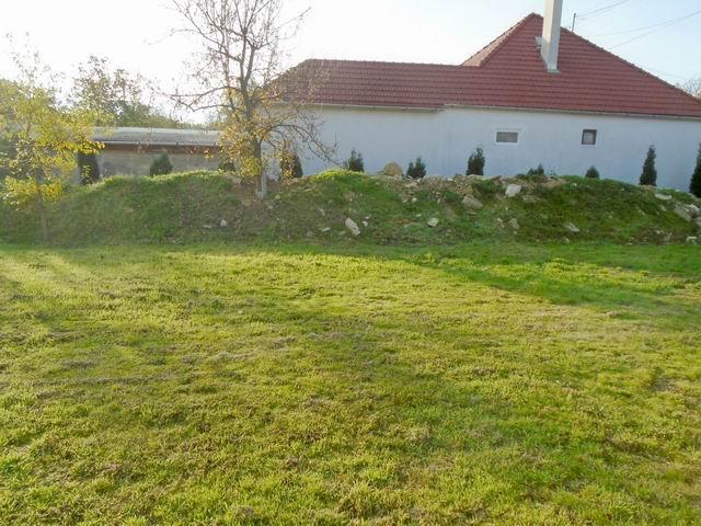 Veszprémben, a Dózsavárosban, kertvárosi környezetben, 727 m2-es, ös… 2