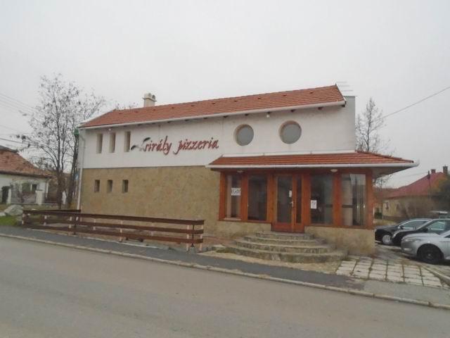 Veszprémben, a Dózsavárosban, forgalmas helyen, 364 m2-es telken, 20… 4