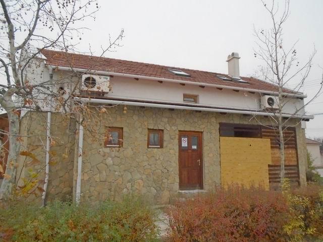 Veszprémben, a Dózsavárosban, forgalmas helyen, 364 m2-es telken, 20… 3
