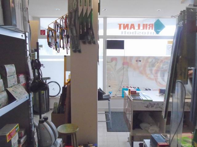 Veszprém Cholnoky városrészén üvegportálos utcai bejáratos 40 m2 üzl… 1