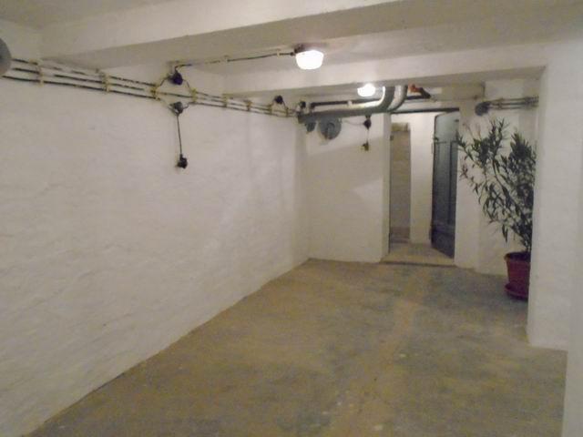 Veszprémben, az Egyetemvárosban, 4 szintes tégla épület alagsorában,? 1