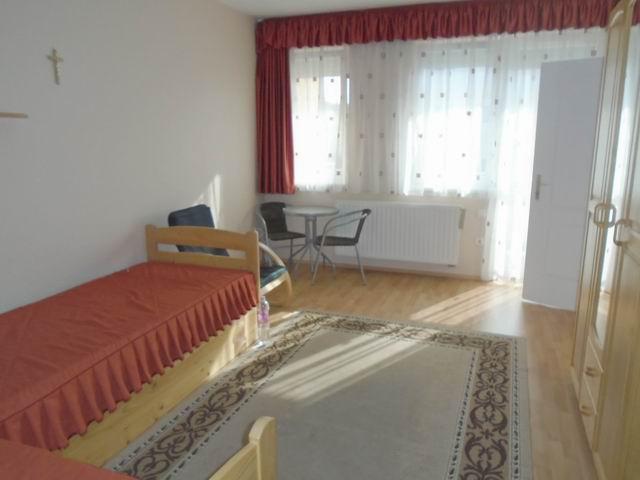 Veszprémben, a Bakonyalja lakótelepen, 2008-ban téglából épült 3 szi? 1