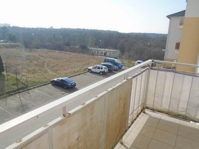 Veszprémben, a Bakonyalja lakótelepen, 2008-ban téglából épült 3 szi? 7
