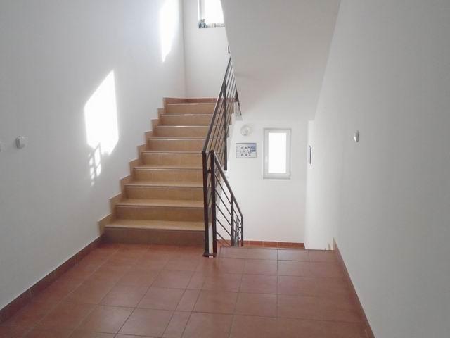 Veszprémben, a Bakonyalja lakótelepen, 2008-ban téglából épült 3 szi? 9