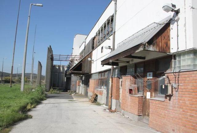 Peremarton-gyártelepen 32 ha, 320.000 m2 iparterületen 28 felépítmén… 8