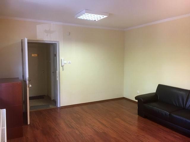 Veszprém belvárosában, iroda épületben földszinti 25 m2-es 1 helyisé… 1