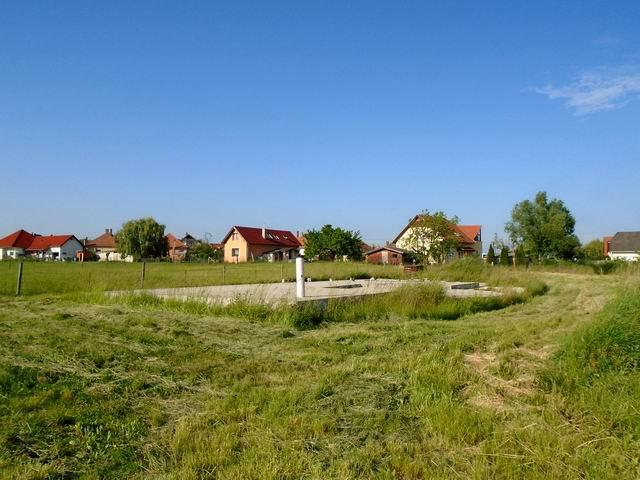Veszprém-Gyulafirátóton, összközműves, 1242 m2-es, lakóövezeti telek… 2