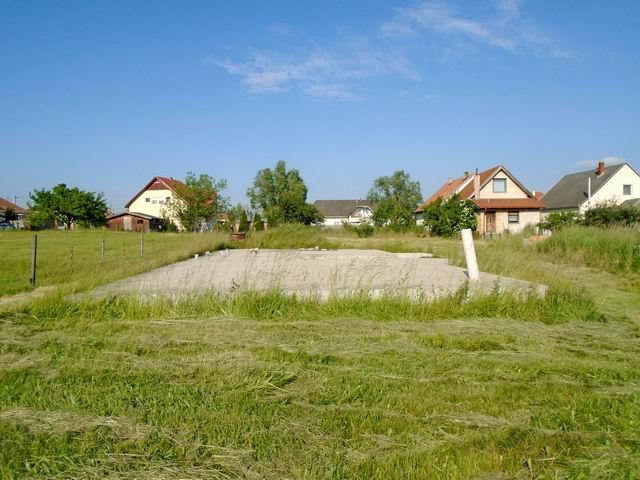 Veszprém-Gyulafirátóton, összközműves, 1242 m2-es, lakóövezeti telek… 1