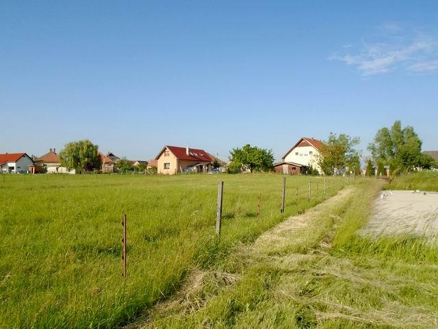 Veszprém-Gyulafirátóton, összközműves, 1242 m2-es, lakóövezeti telek… 4