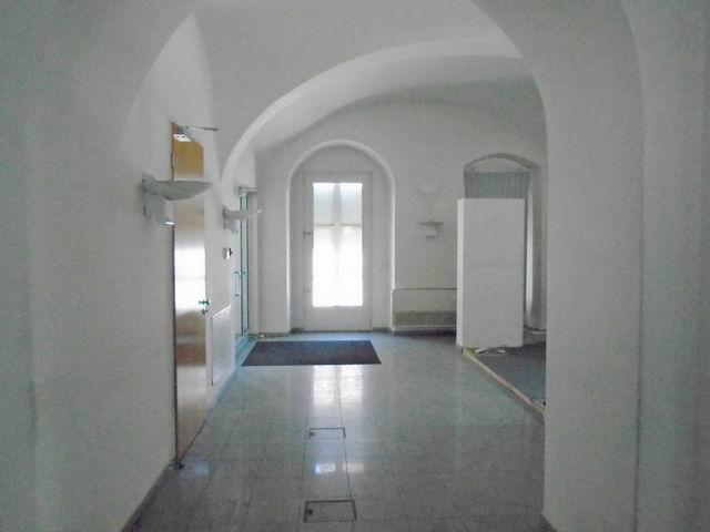 Veszprém abszolút belvárosában, banki és üzleti környezetben, felújí… 2