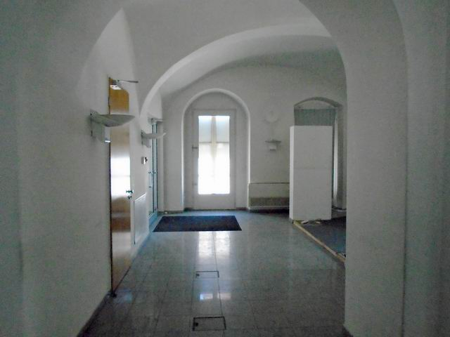 Veszprém abszolút belvárosában, banki és üzleti környezetben, felújí… 3