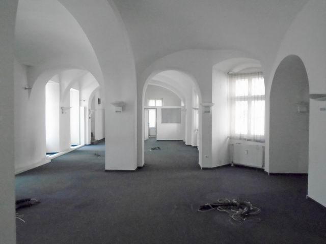 Veszprém abszolút belvárosában, banki és üzleti környezetben, felújí… 1