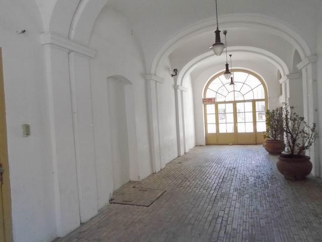 Veszprém abszolút belvárosában, banki és üzleti környezetben, felújí… 9