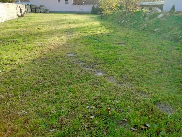 Veszprémben, a Dózsavárosban, kertvárosi környezetben, 727 m2-es, ös… 4
