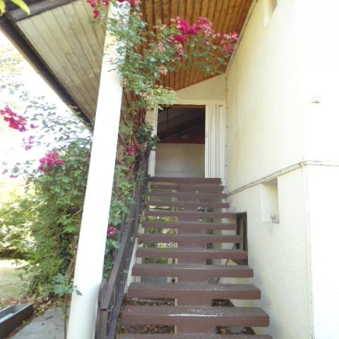 A családi ház Balatonakarattya  egyik csendes utcájában található. A… 3