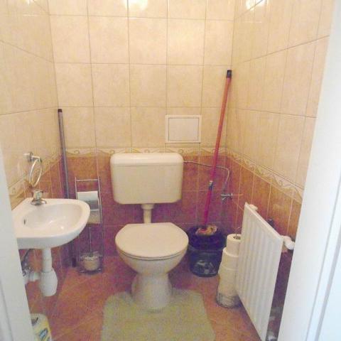 Veszprémben, a Bakonyalja lakótelepen, 2008-ban téglából épült 3 szi? 6