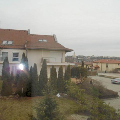 Veszprém történelmi városrészében, közel a belvároshoz, 2006-ban tég… 10
