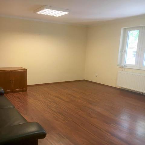 Veszprém belvárosában, iroda épületben földszinti 25 m2-es 1 helyisé… 3