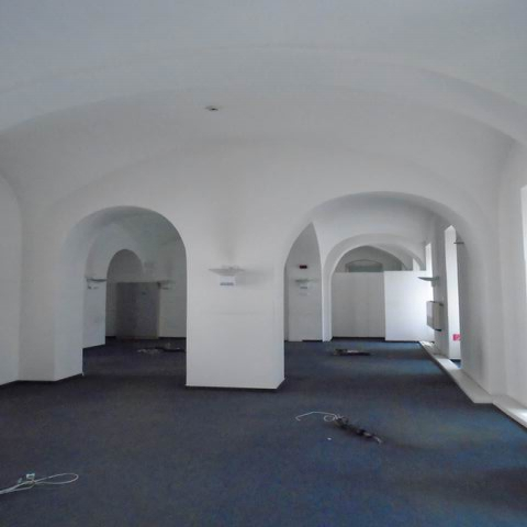 Veszprém abszolút belvárosában, banki és üzleti környezetben, felújí… 4