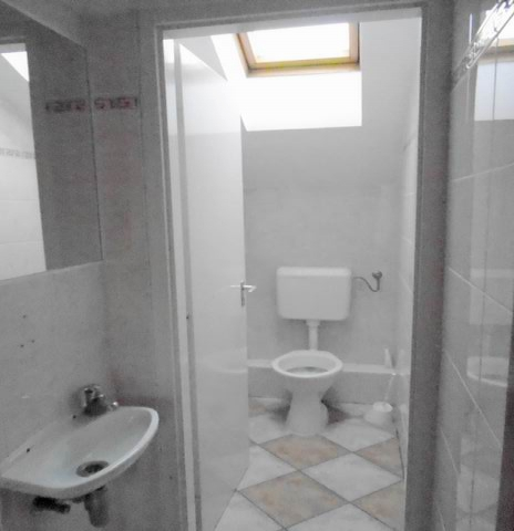 Veszprémben, a Dózsavárosban, forgalmas helyen, 364 m2-es telken, 20… 8